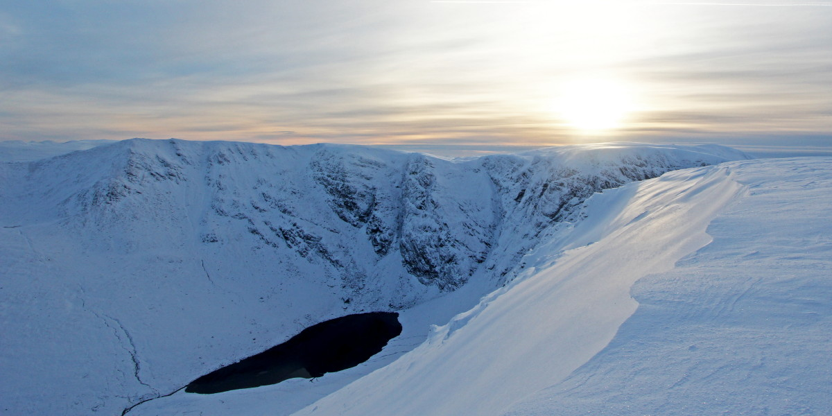 Photo of a winter afternoon on Creag Meagaidh, looking south west from the eastern end of Stob Poite Coire Ardair across Coire Ardair