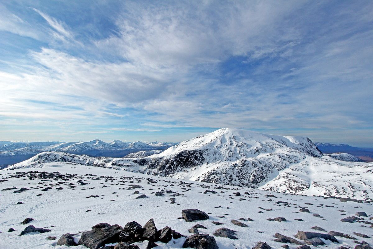 Photo of Beinn Dearg with the Fannichs beyond, from Cona' Mheall